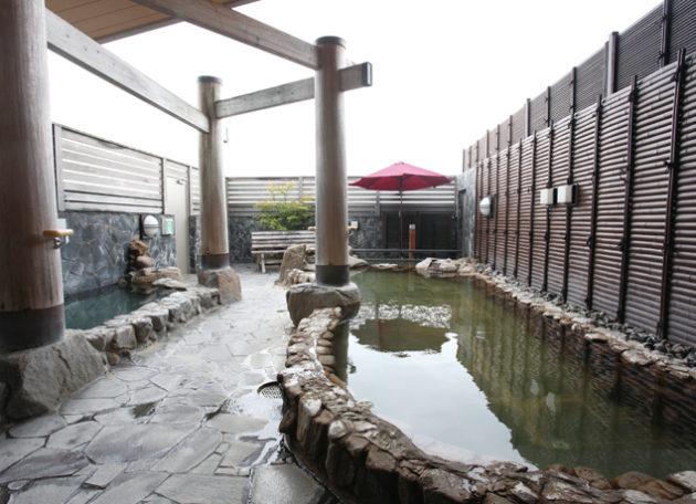 『天然温泉 あ・くあ』県内でも珍しい「温泉ソムリエ」常駐! 高級感溢れる石貼りの露天風呂が好評