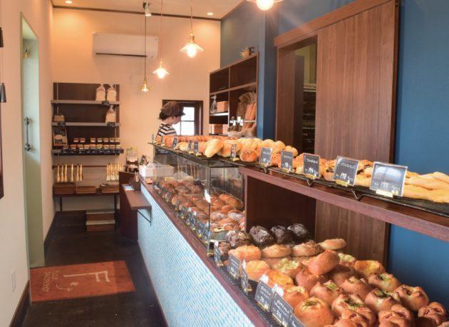 flour bakery shop 1つひとつ丁寧に作るフランスパンとクマのパンの店